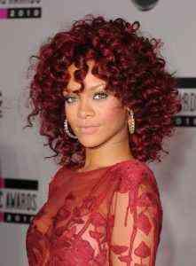 Kıvırcık kızıl saçlar için 5 harika saç modeli