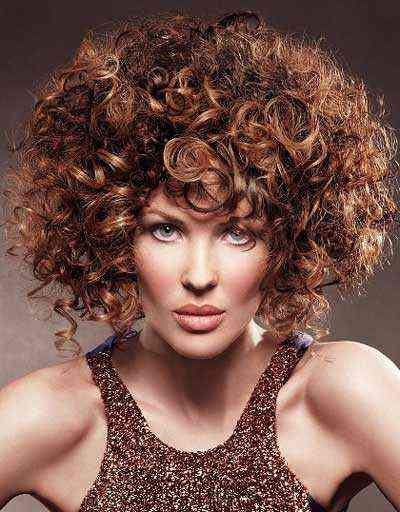 Kahverengi kıvırcık saç modelleri