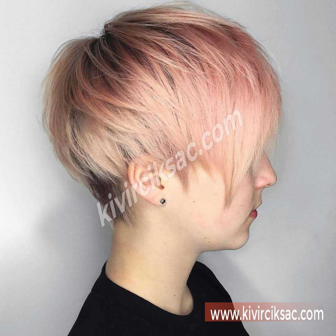 Düz Kısa Kesim Saç Modelleri