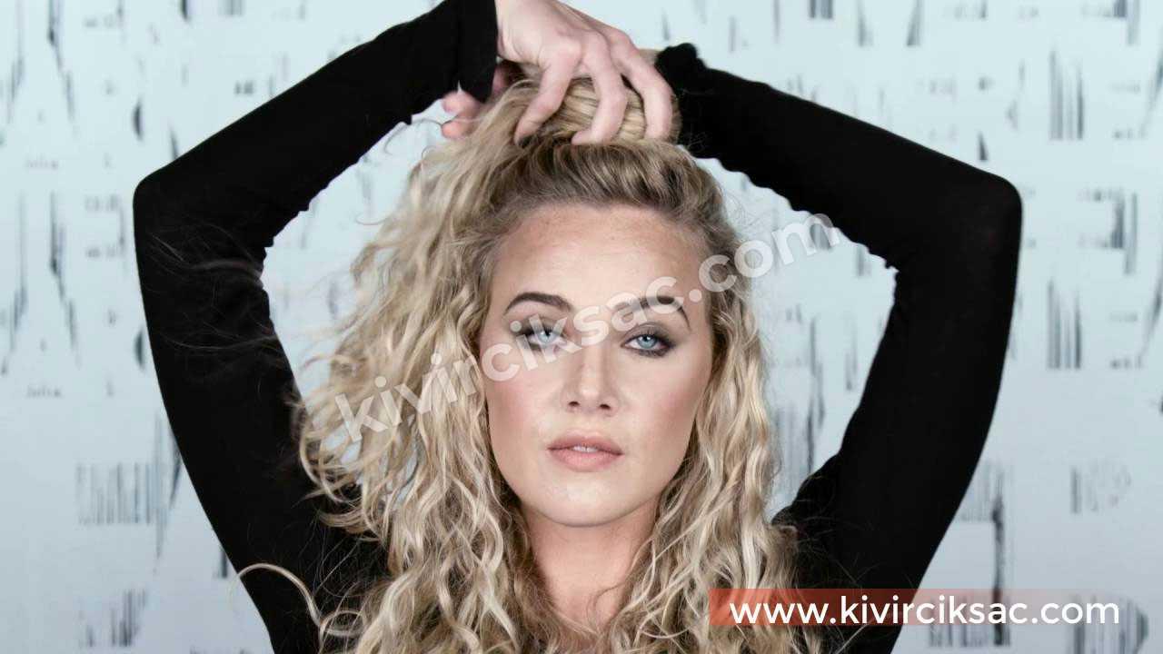 Kıvırcık Saç Topuz Modelleri